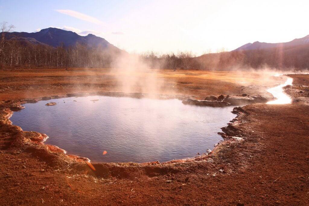 Вода может поглощать тепло лучше, чем большинство веществ: